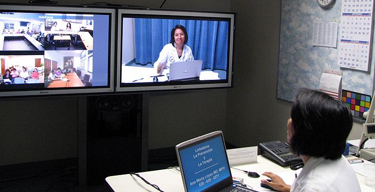 Dr. Ana Maria Lopez leads a !Vida! session